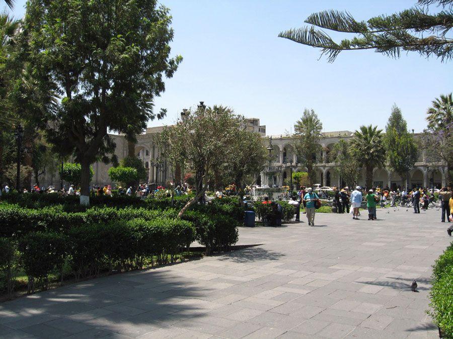 Центральная площадь Армас фото