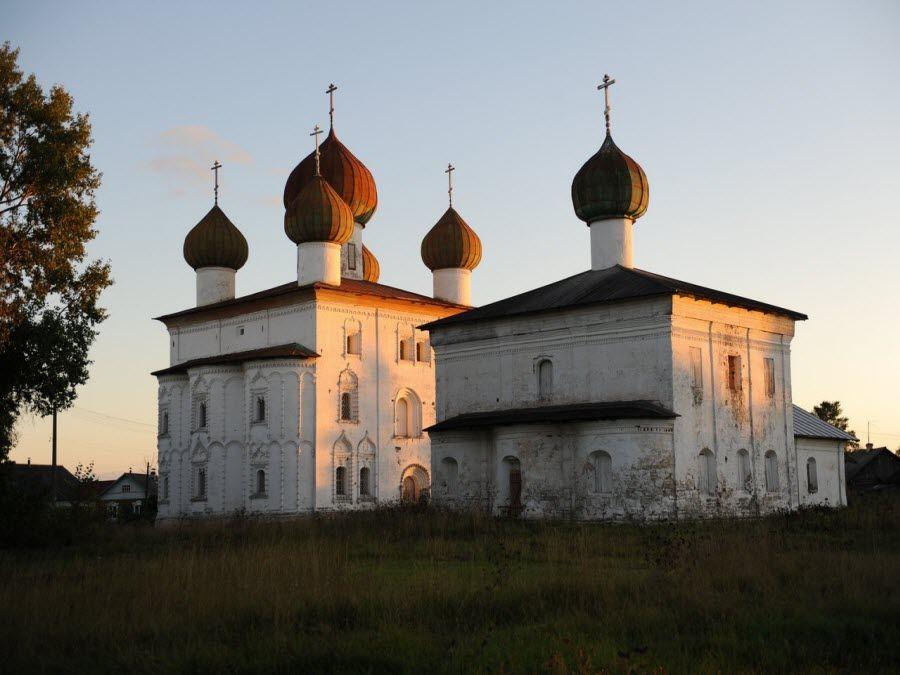 Ансамбль Благовещенской церкви и Никольской церкви фото