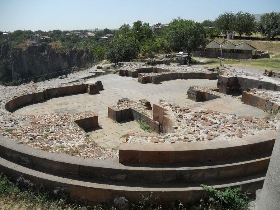 Остатки крепости Гарни фотографии Армении
