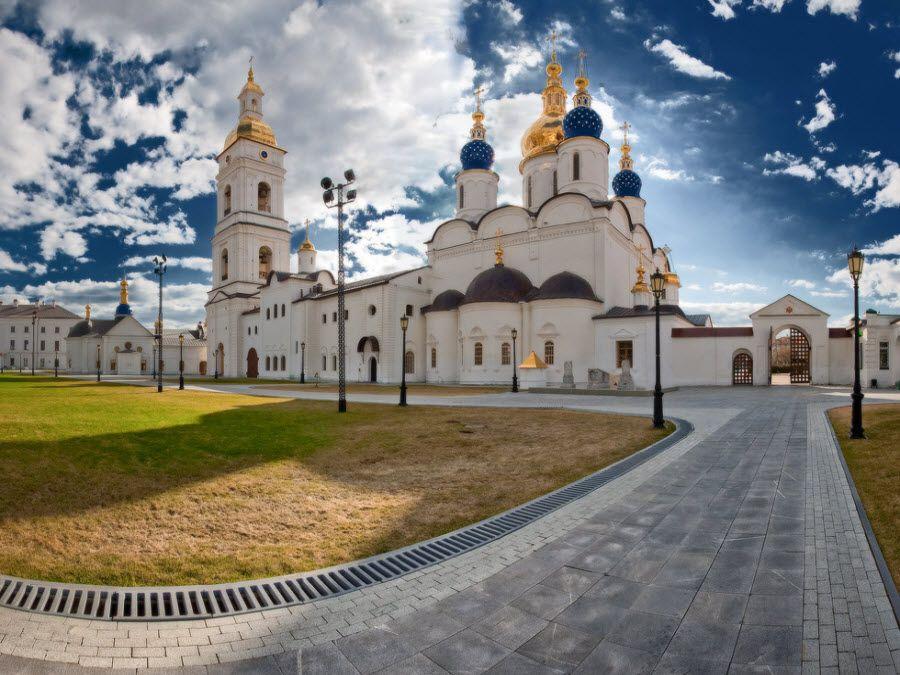 Фото вид на Кремль в Тобольске изнутри