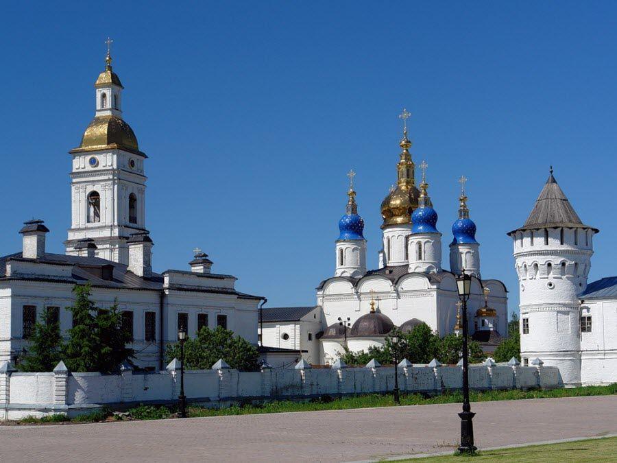 Вид на Тобольский Кремль снаружи фото