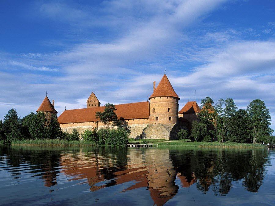 Тракайский исторический замок – один из крупнейших в Литве фото
