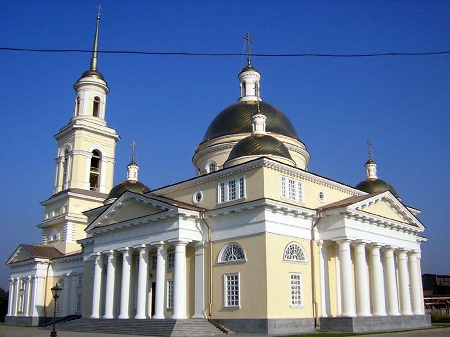Вид вблизи на Спасо-Преображенский собор фото