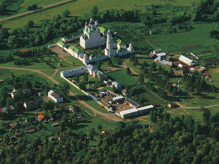 Панорама Троице-Сканова монастыря фото