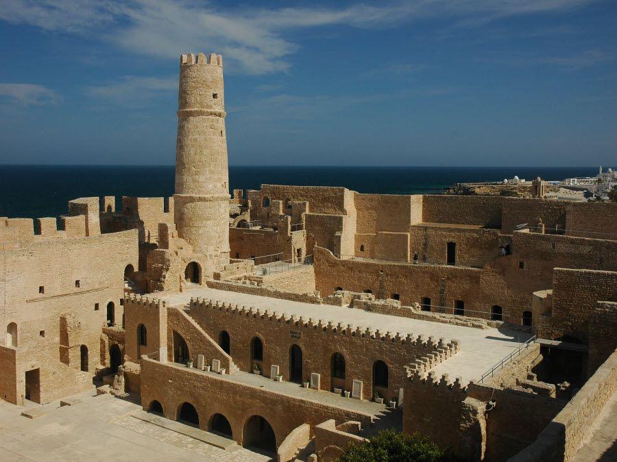 Неприступная крепость Рибат в Монастире фото