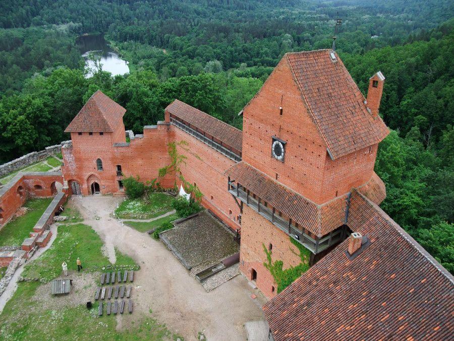 Фото потрясающего замка в Турайда Латвия