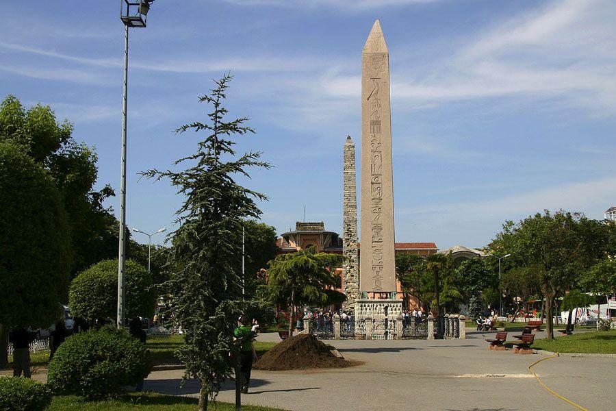 Египетский обелиск в Турции фото