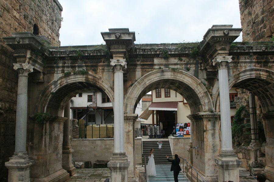 Ворота Адриана в Анталии фотография