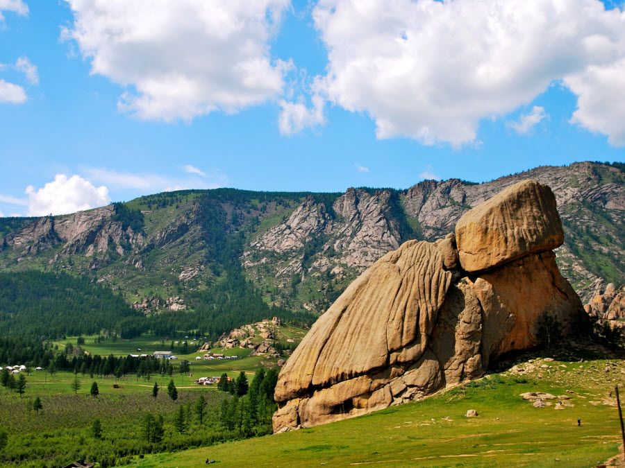 Фото каменной черепахи на холме Монголии
