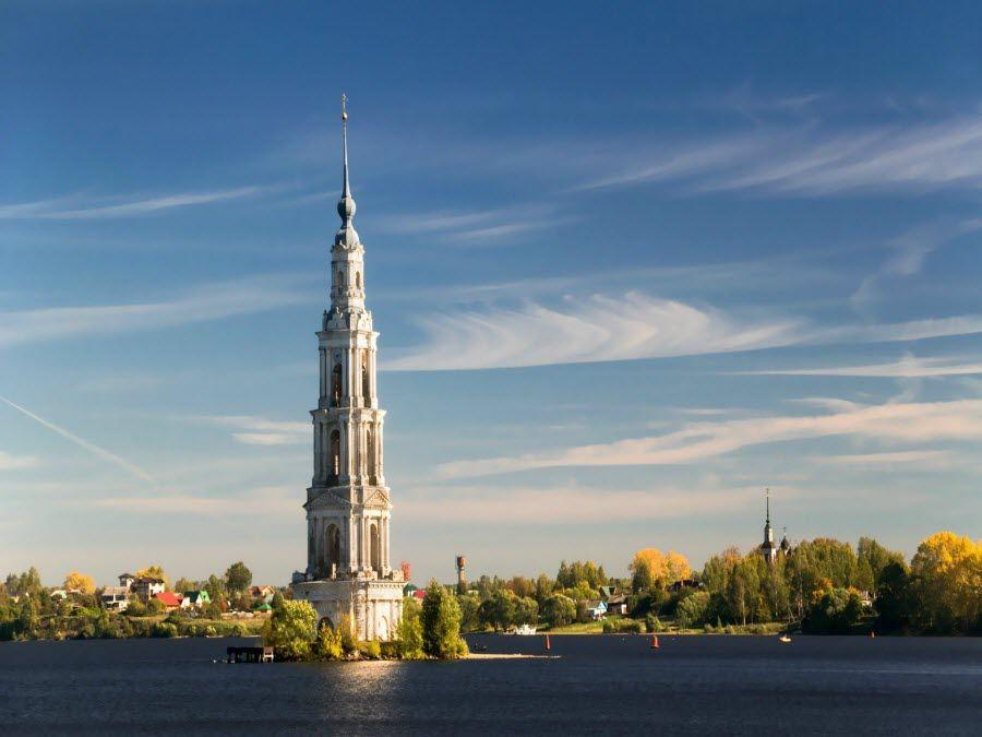 Вид на городок Каляжин в Тверской области фото