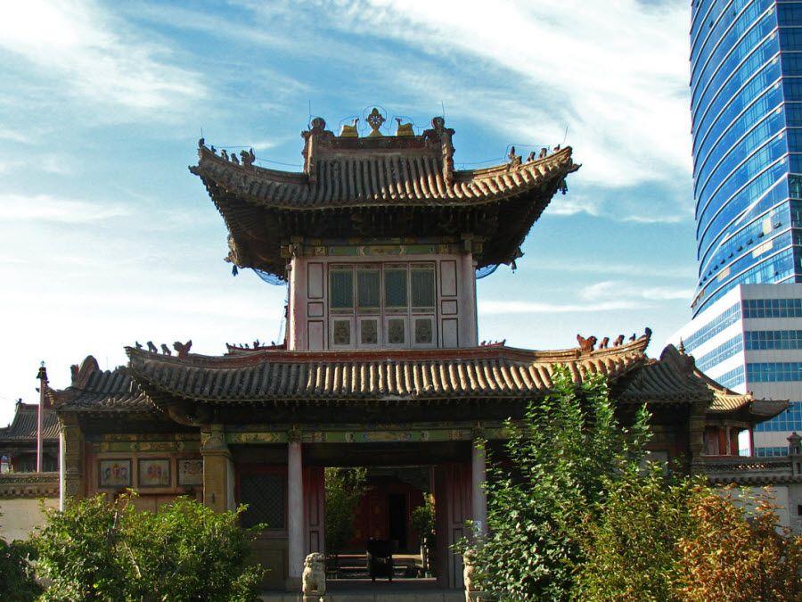 Фото контраста зданий Улан-Батора