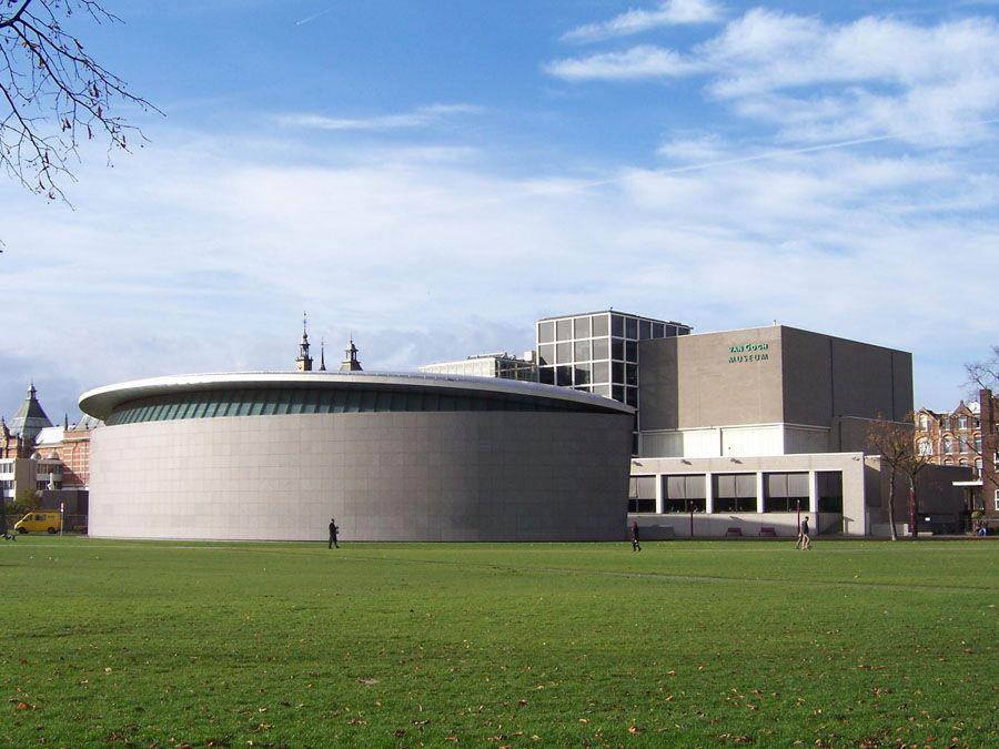 Фотография музея Ван Гога в Амстердаме