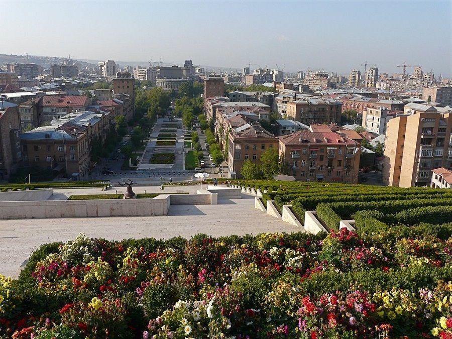 Вид с Каскада на Ереван фотография