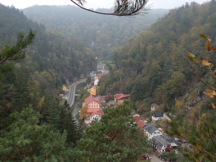 Фото деревушки в долине Национального парка Чешский рай