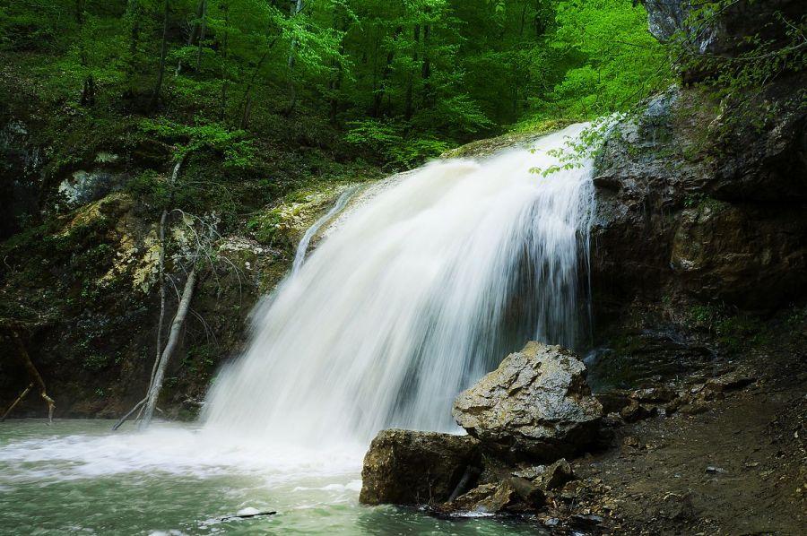Фото водопада Шум в ущелье реки Руфабго