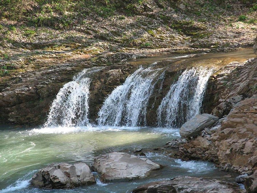 Фото водопада 3 братца в ущелье реки Руфабго