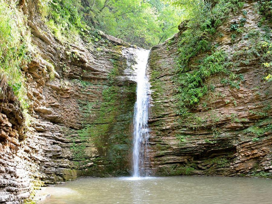 Фото водопада Девичья краса или Шнурок в ущелье реки Руфабго