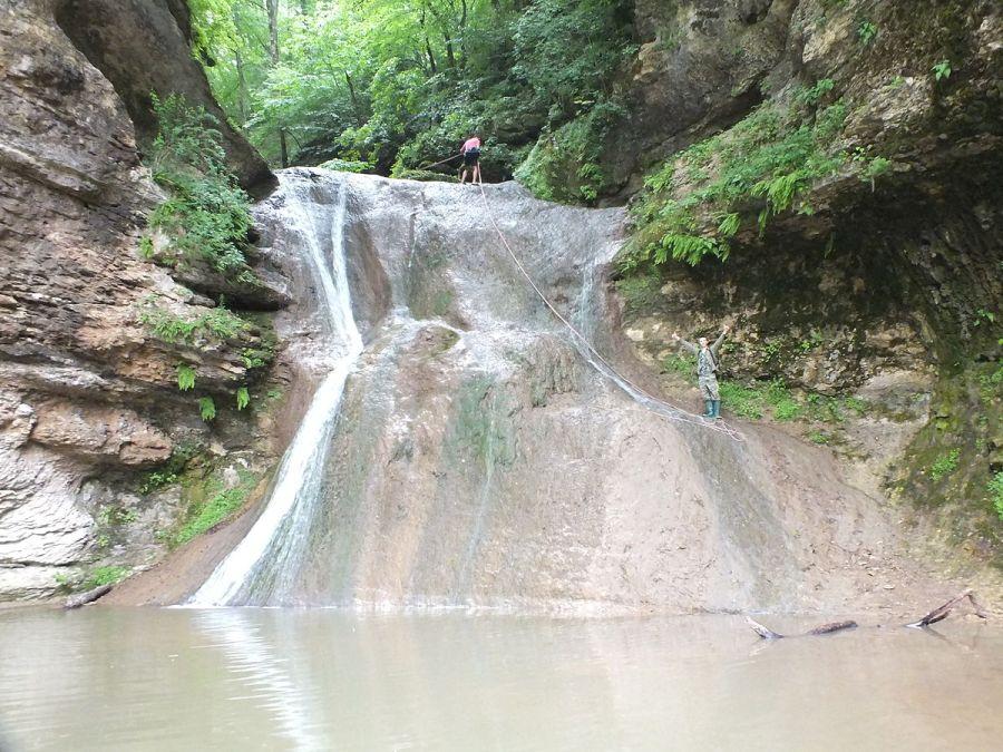 Фото водопада Чаша любви в ущелье реки Руфабго