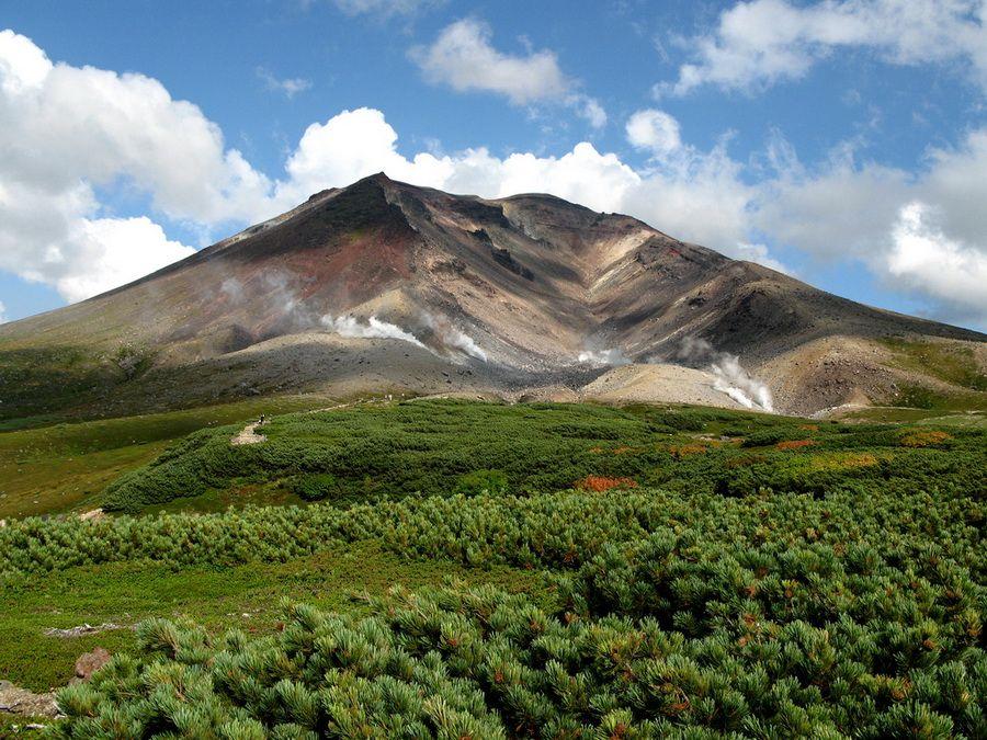 Фото спящего гиганта – вулкан Асахи на острове Хоккайдо