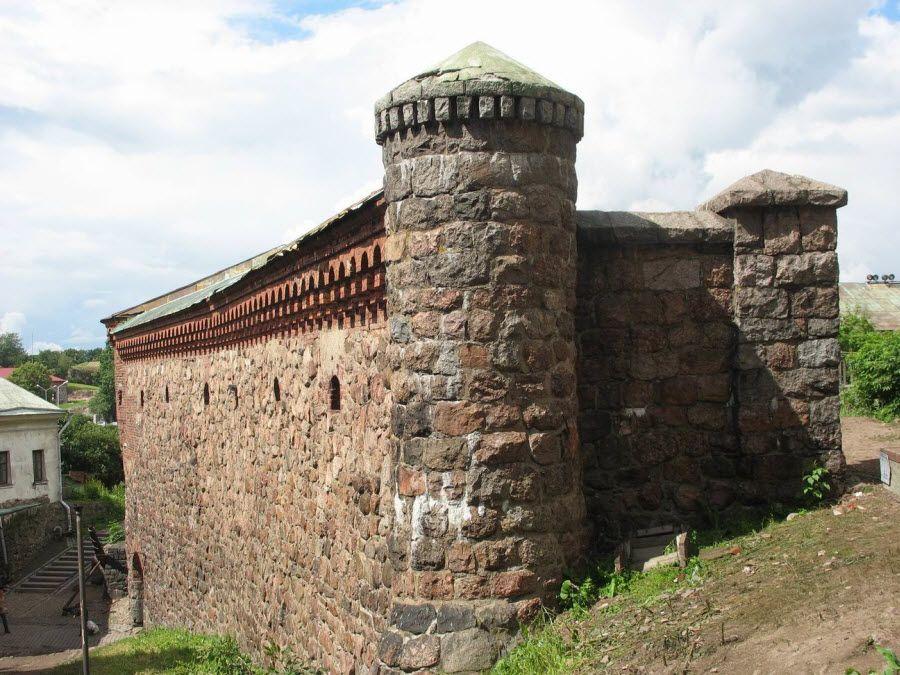 Фото вид на башню Выборгского замка