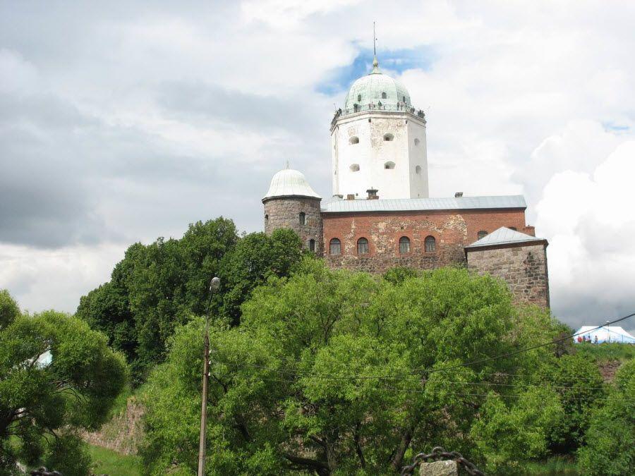 Выборгский замок в Ленинградской области фото