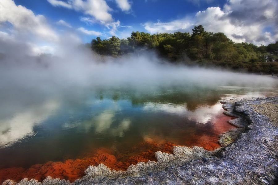 Фото термального озера Бассейн с шампанским