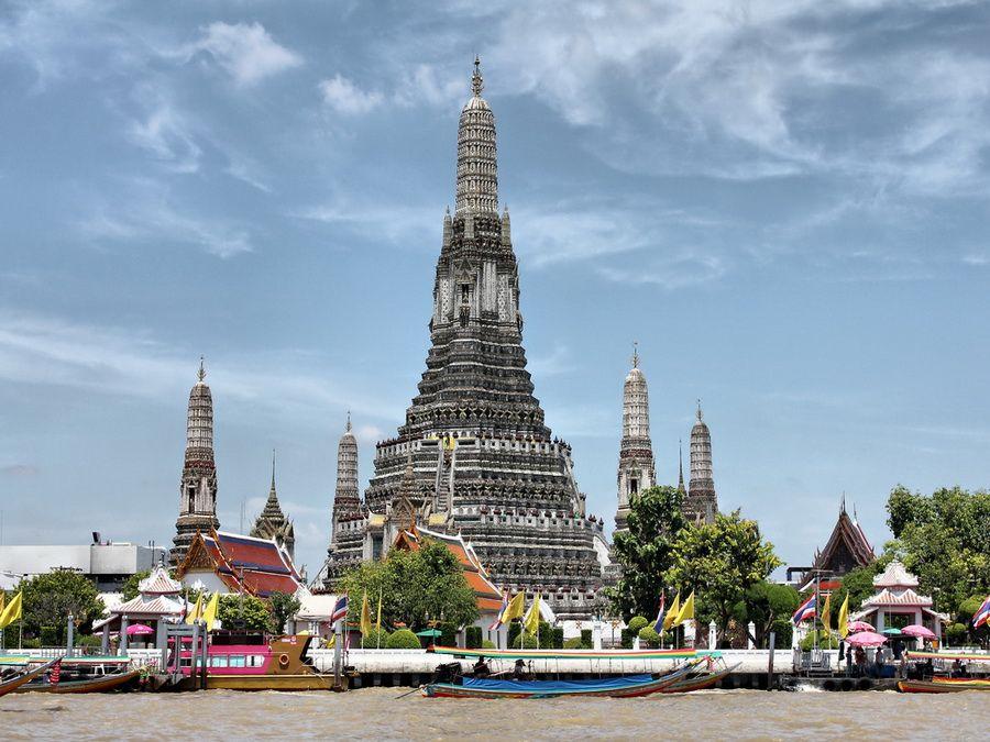 Фото Храма Ват Арун в Бангкоке вид с реки