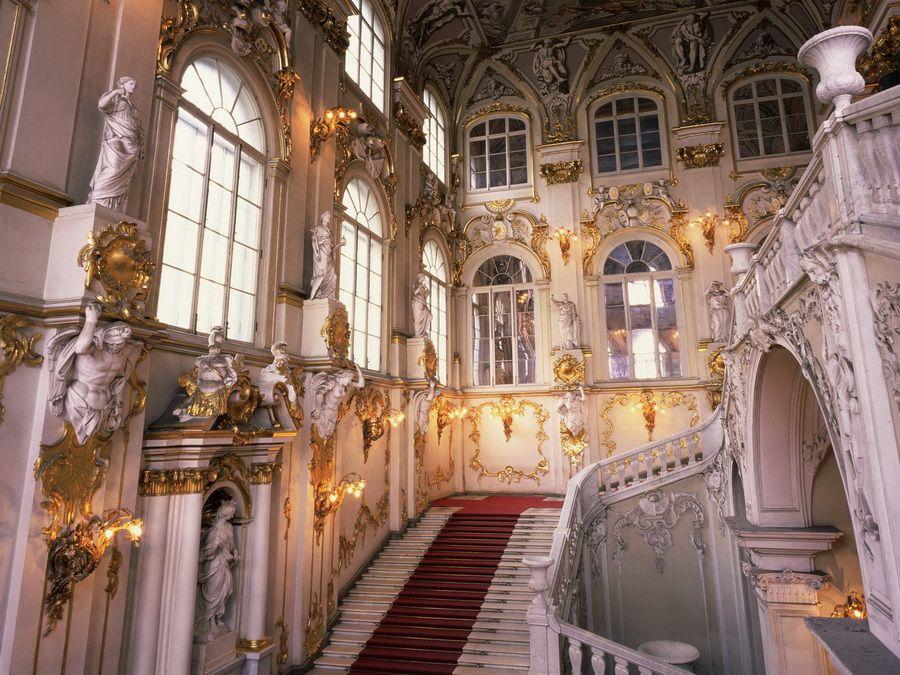 Лестница в Зимнем дворце - фото роскошного убранства Эрмитажа