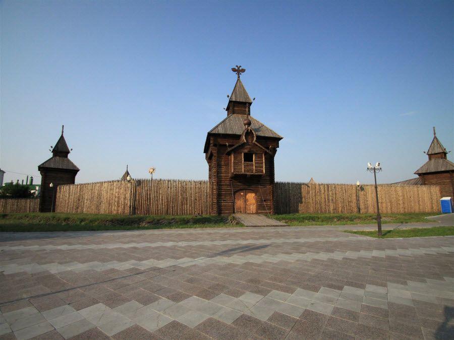 Фото вид снаружи на Ялуторовский острог в Тюменской области