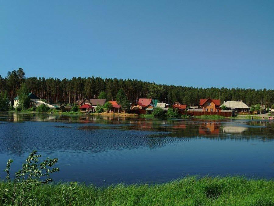 Вид на деревеньку в окрестностях Екатеринбурга фото