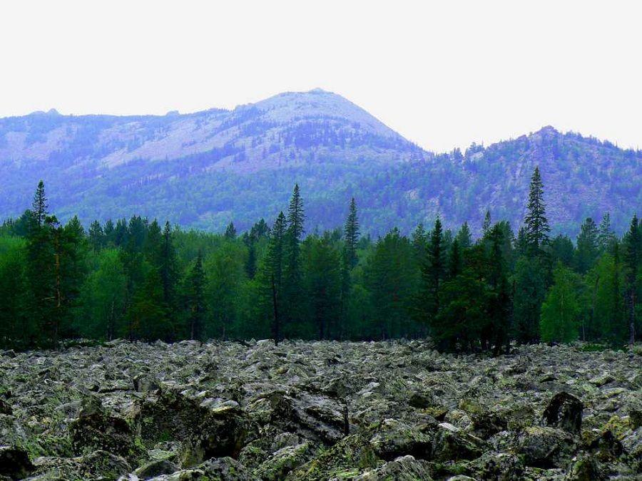 Фотография хребта Машак в Южно-Уральском заповеднике