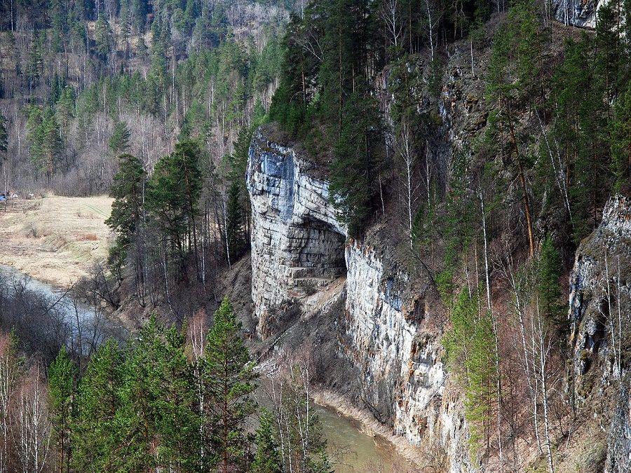 Известняковой пещеры в Южно-Уральском заповеднике