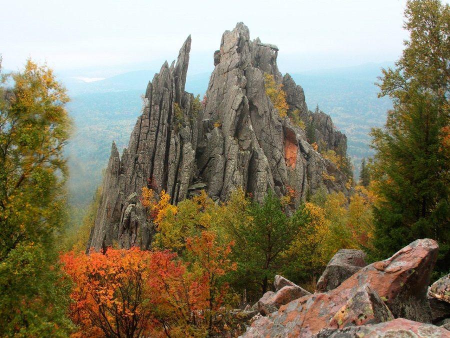 Фотография скал в горах Южно-Уральского заповедника