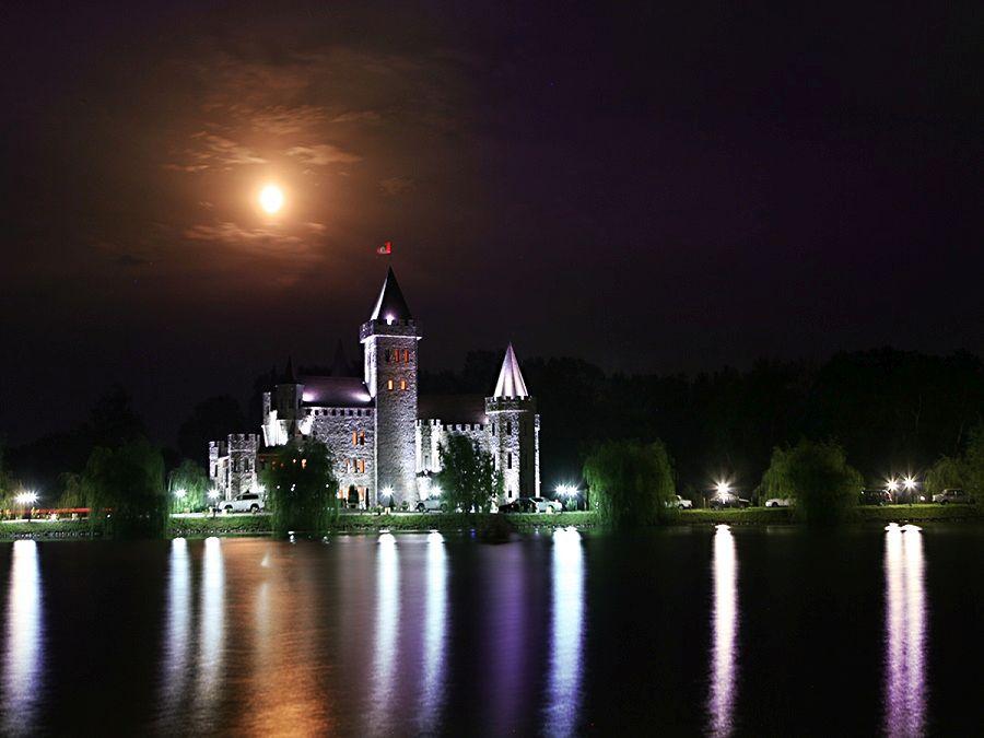 Фотография замка Шато Эркен ночью