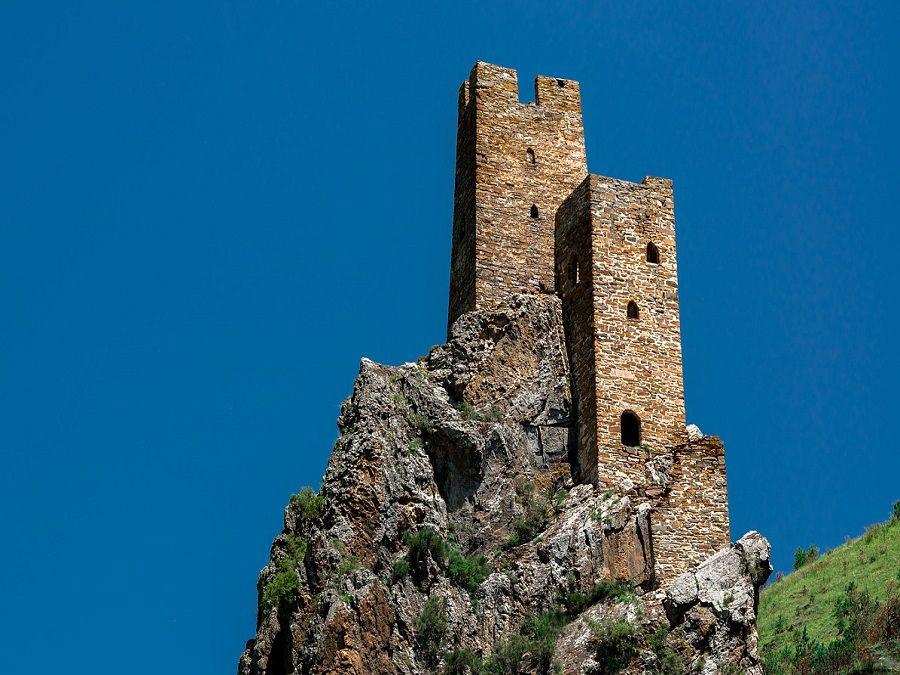 Фотография башни замка Вовнушки в Ингушетии