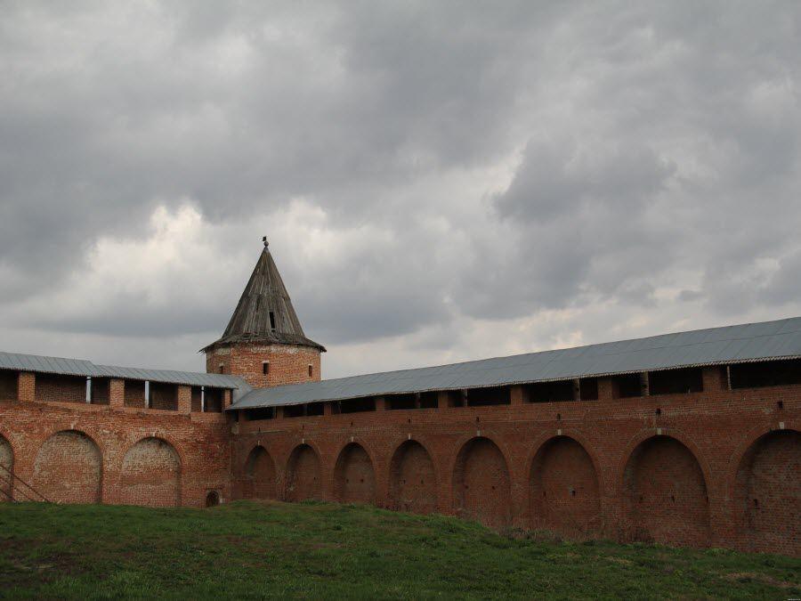 Фото стены Зарайского Кремля в Московской области