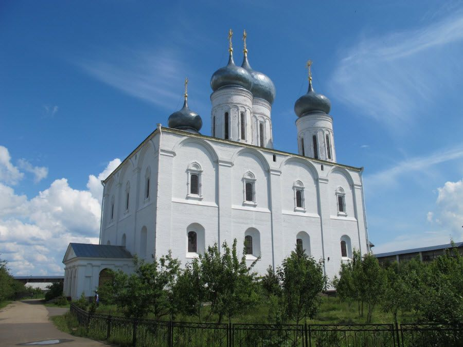 Желтоводский Макариев монастырь вид изнутри фото