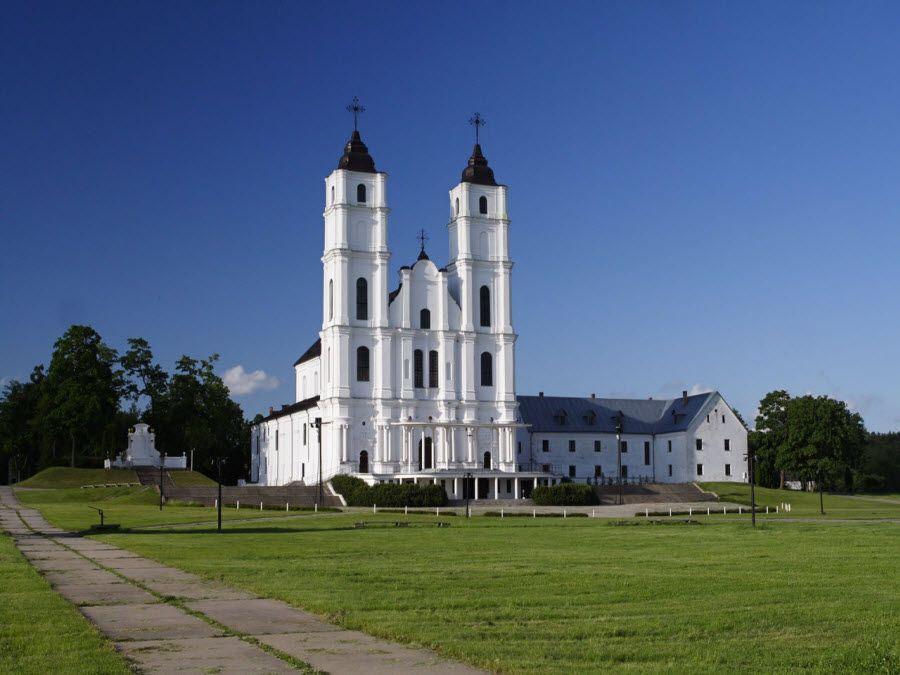 Фото Аглонской базилики в Латвии