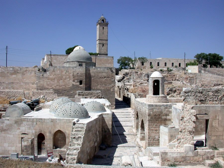 Древняя крепость в Алеппо. Сирия фото