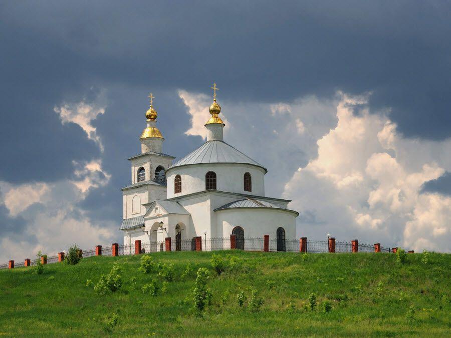 Фото красивого храма в Белгородской области