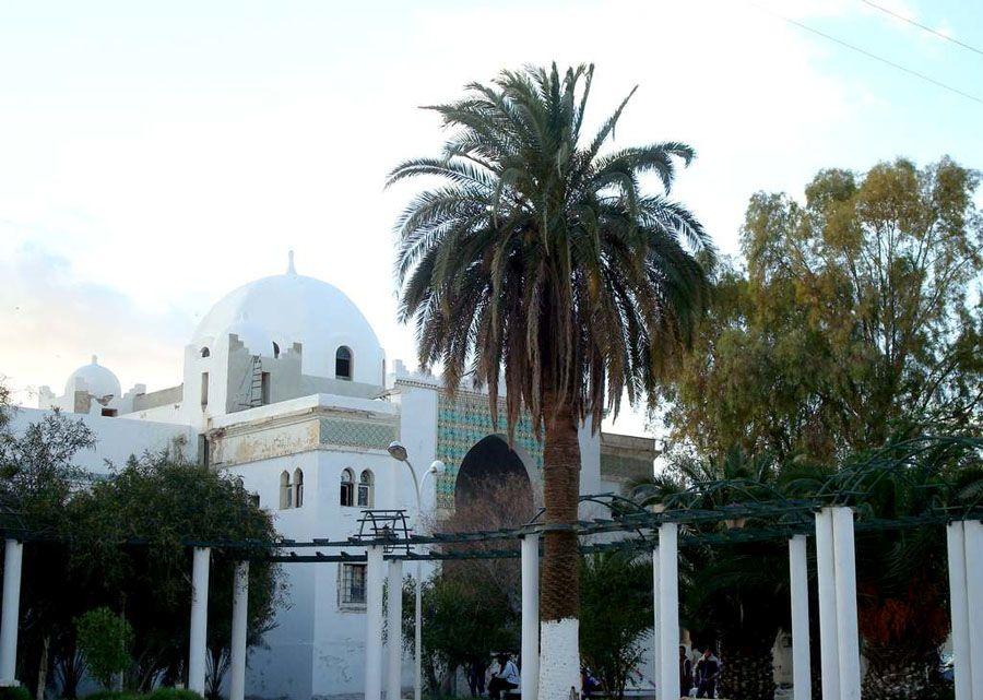 Фото красивого города Бискра в Алжире