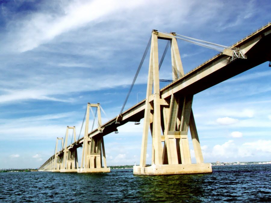 Фото красивого моста в Мериде