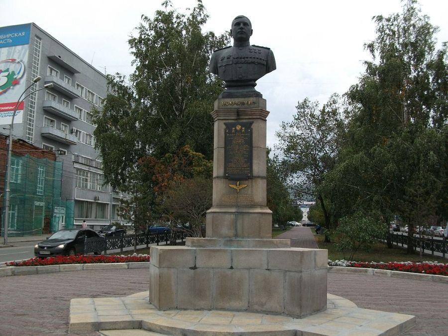 Бюст Александра Покрышкина фото