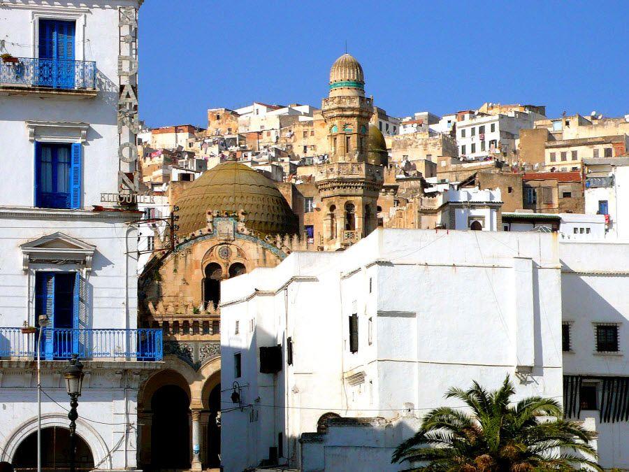 Фото архитектуры города Сабах в Алжире
