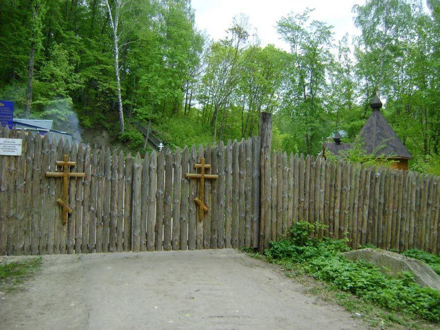 Фото вид изнутри на убранство Пещерного монастыря