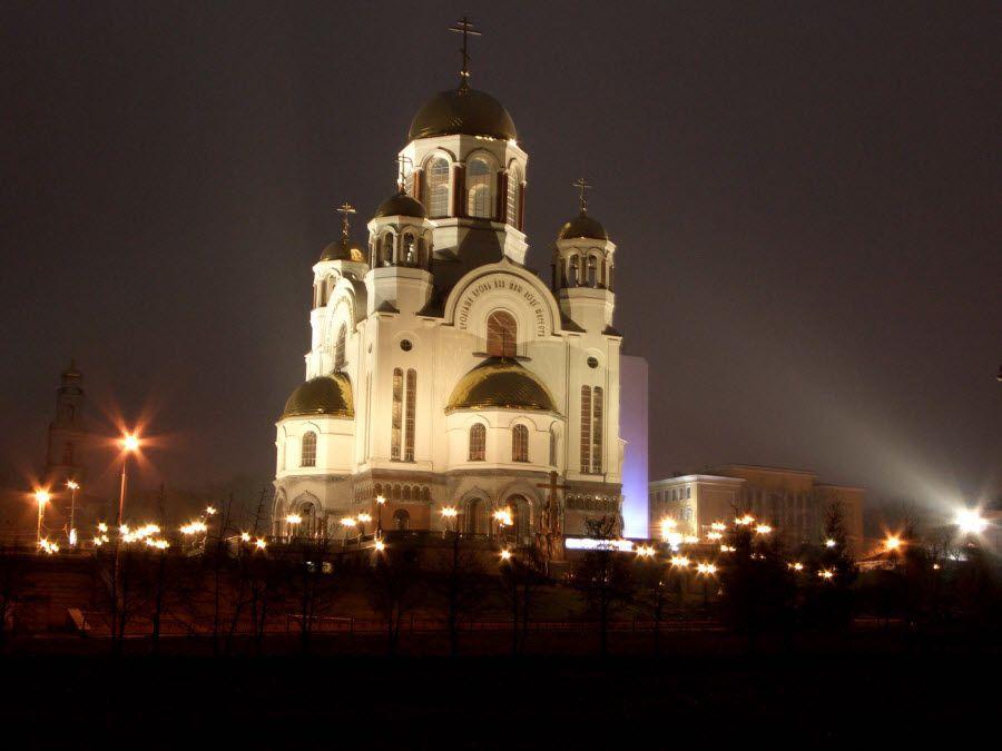 Храм на Крови ночью в Екатеринбурге фото