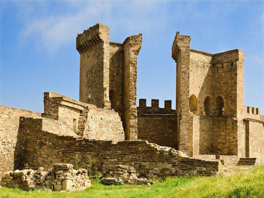 Генуэзская крепость фотография