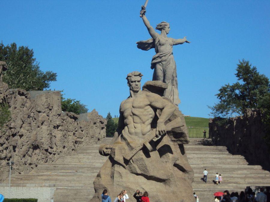 Памятник-ансамбль Героям Сталинградской битвы фото