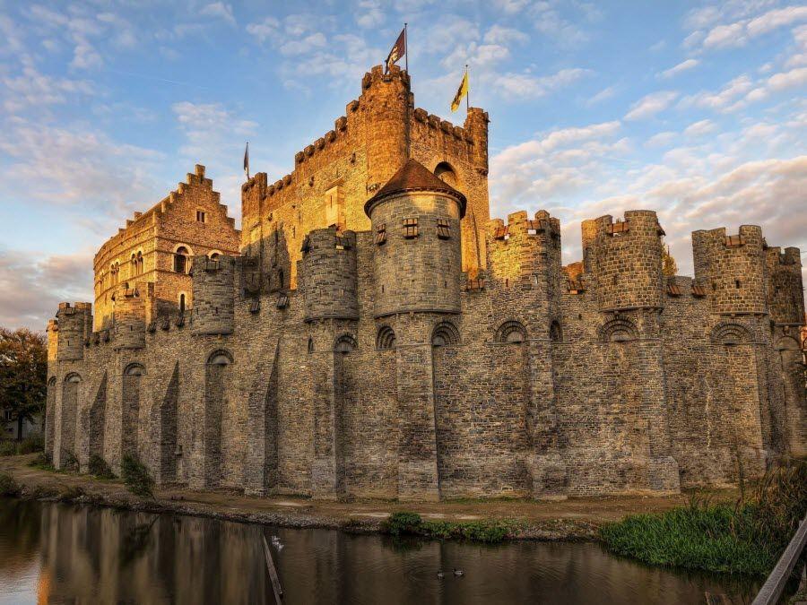 Фото Средневековый замок в городе Гент