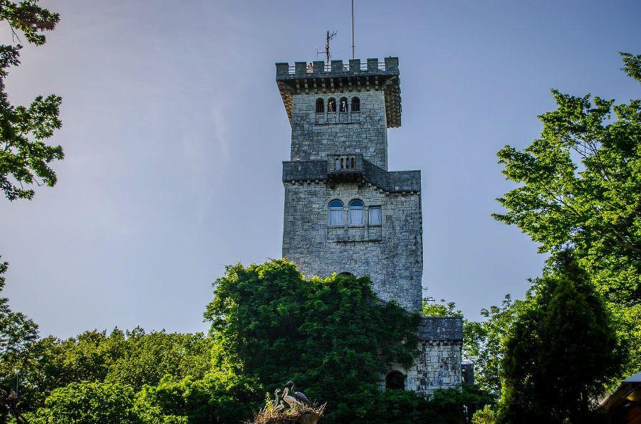 Фотография башни на горе Ахун